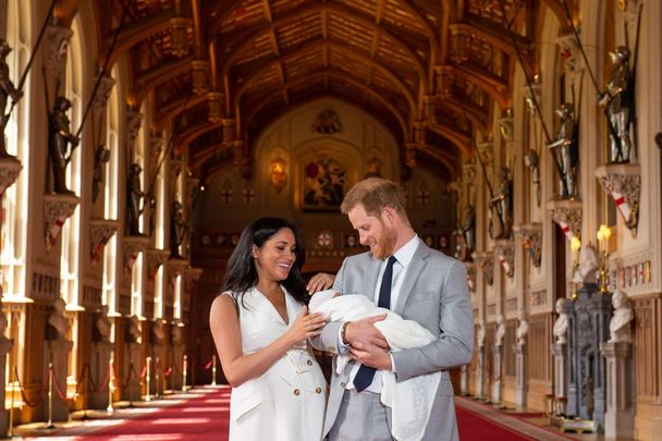 Prince Harry, Duke of Sussex and Meghan, Duchess of Sussex, pose with their newborn son Prince Archie Harrison Mountbatten-Windsor during a photocall in St George\'s Hall at Windsor Castle on May 8, 2019, in Windsor, England. The Duchess of Sussex gave birth at 05:26 on Monday, May 6, 2019.