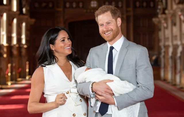 Prince Harry, Duke of Sussex and Meghan, Duchess of Sussex, pose with their newborn son Archie Harrison Mountbatten-Windsor during a photocall in St George\'s Hall at Windsor Castle on May 8, 2019, in Windsor, England. The Duchess of Sussex gave birth at 05:26 on Monday, May 6, 2019.