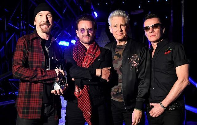 U2 at the 2017 MTV EMA awards