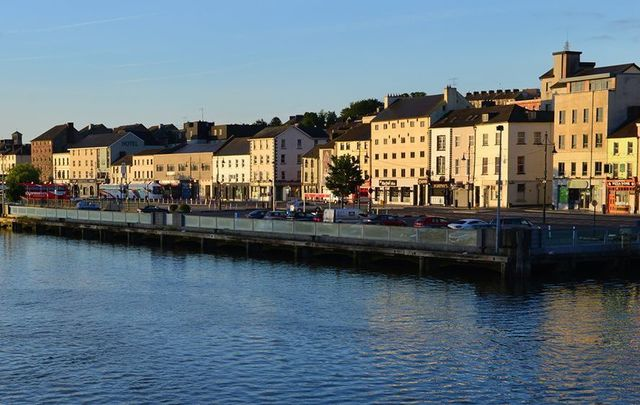 The riverside at Waterford.