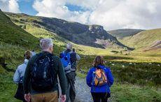 Thumb_hiking-group-valley-scenery-annascaul-vagabondtours