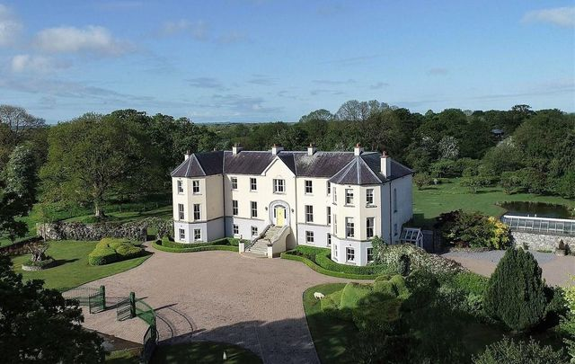 Roger Whittaker and his wife Natalie refurbished the Co Galway estate in the early 2000s.