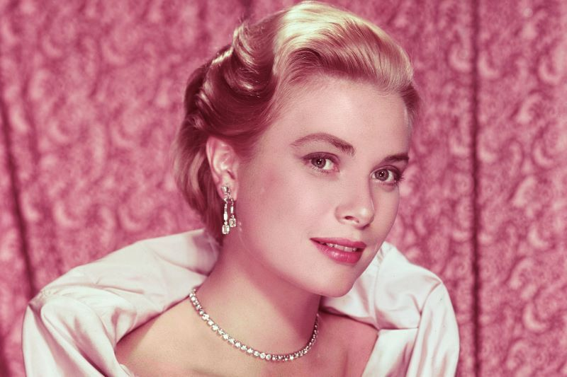 Grace Kelly's Cartier necklace worn by granddaughter at wedding