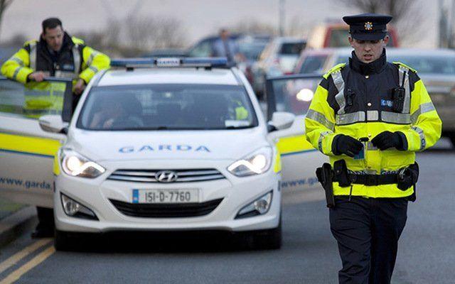 Irish police arrest six Irish mob members.