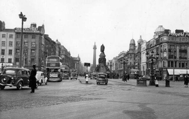April 1952: O\'Connell Bridge and O\'Connell Street, Dublin, with the O\'Connell Monument and Nelson Pillar in the center. \n