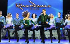 Thumb_mi_riverdance_dancers_dublin_stage