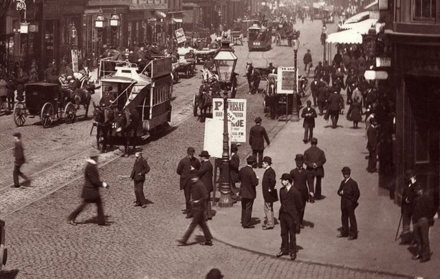 The streets of Glasgow, 1895.