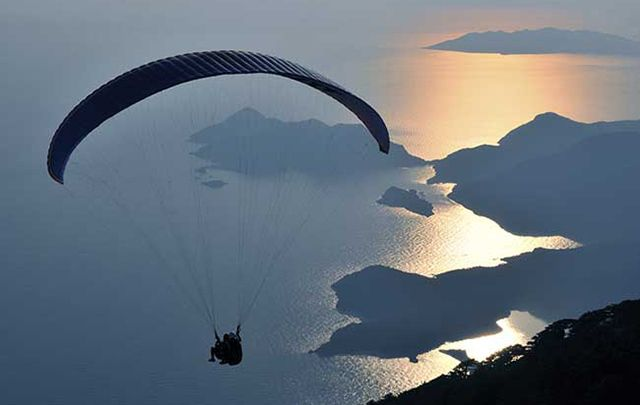Kerryman Mike O'Shea set a world record flying from Mizen Head to Malin Head using a paraglider.