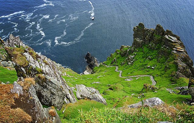 A incredible image of cliffs in Ireland.
