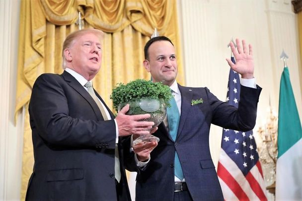Presentation of the shamrock: Former leaders Donald Trump and Leo Varadkar at the White House for St. Patrick\'s Day