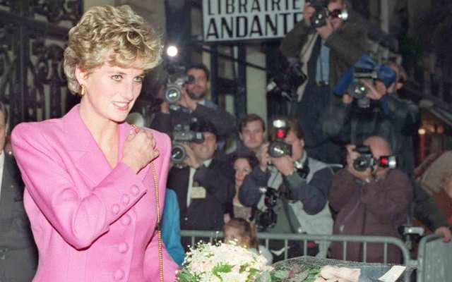 Picture dated 14 November 1992 of Princess Diana leaving the first anti-AIDS bookshop in Paris.