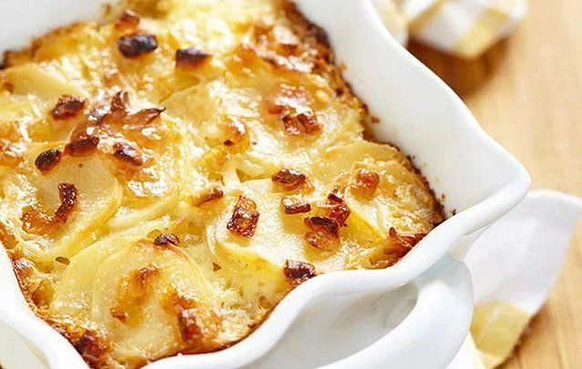 Try these oven-baked creamy wild garlic and cheese potatoes recipe and it\'s sure to be one of your favorites.