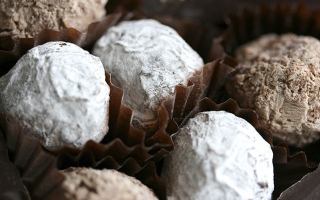 Rustle up something simple yet delicious for that special person in your life this Valentine\'s Day - chocolate and Irish Baileys Cream truffles recipe.