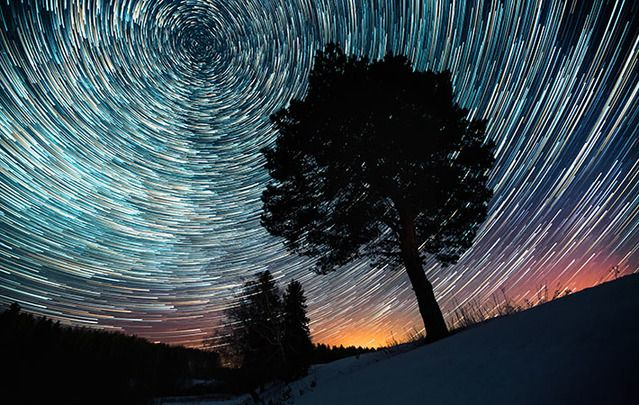 Amazing meteor shower photographed using slow exposure.
