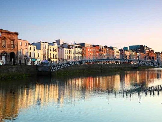 Ha\'penny Bridge in Dublin: Tips and hints for moving to Ireland with Irish citizenship or without.