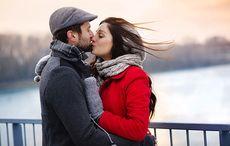Thumb_irish_lovers_bridge_kiss_istock
