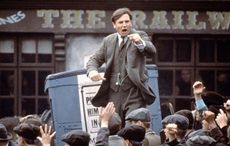 Thumb_mi-liam-neeson-as-michael-collins