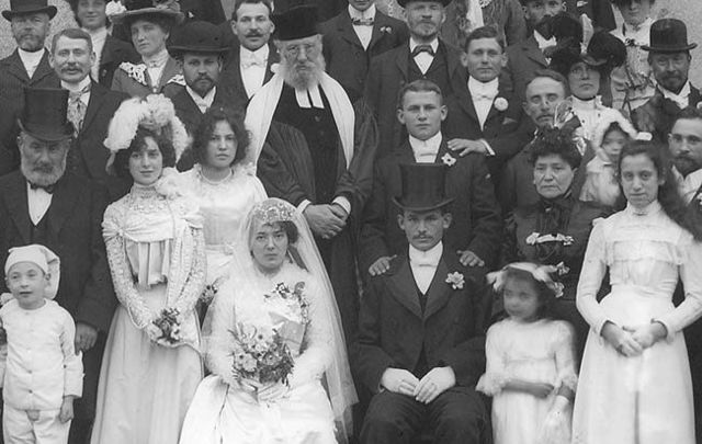 Jewish wedding at the Waterford Courthouse, early September 1901: Births, marriages, burials, school records and census information dating back to 1664 released to the public.