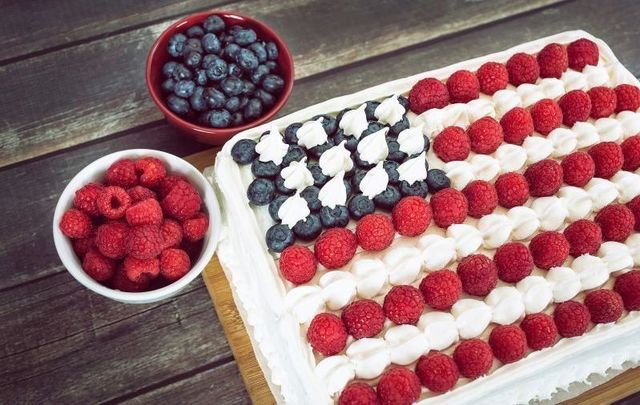 Chef Gilligan\'s 4th of July flag cake.