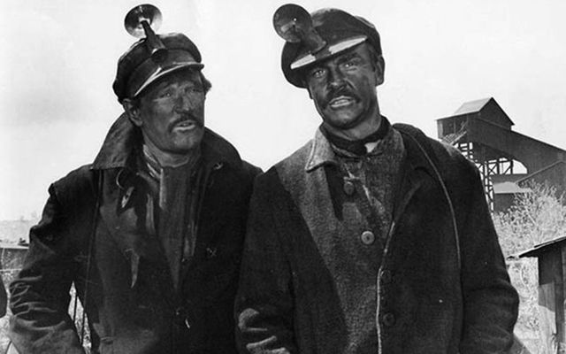 "Still of Richard Harris and Sean Connery in the movie ""The Molly Maguires\"": Irish miners hung for fighting back against horrific working conditions."