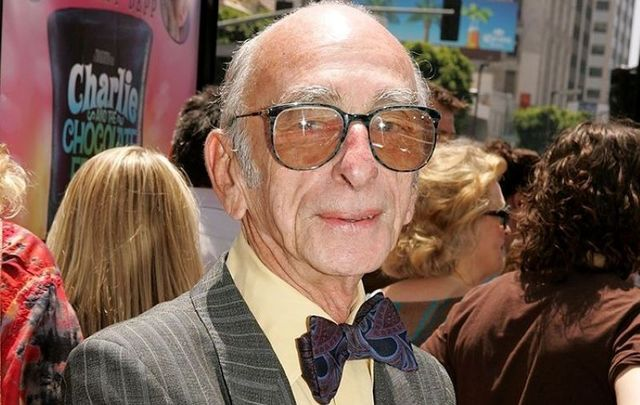 Actor David Kelly arrives at the Warner Bros. Premiere of Charlie and the Chocolate Factory at the Grauman\'s Chinese Theatre on July 10, 2005, in Hollywood, California.