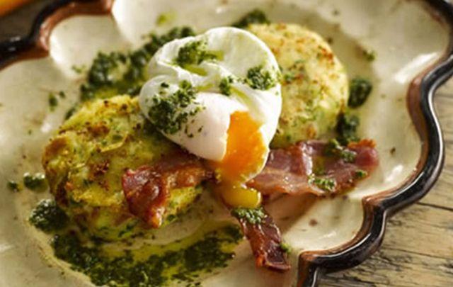 Potato cakes with bacon, eggs and mojo sauce