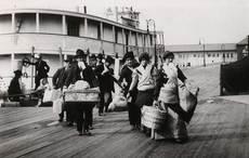 Thumb_ellis-island-immigrants-getty