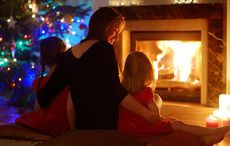 Thumb_woman_children_christmas_tree_fire_istock