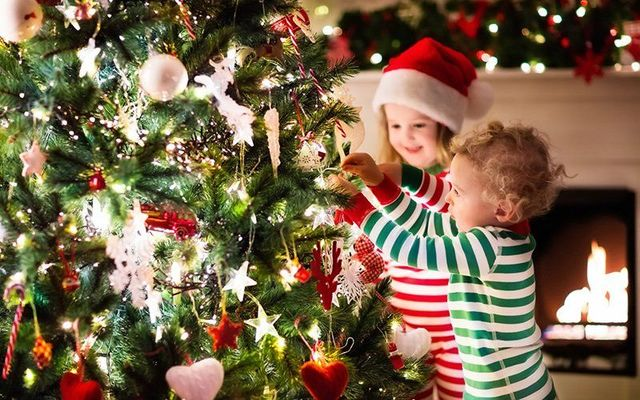 ""\""""Christmas was somewhere between happy and sad, where we all live, and between this world and the next.""""""640|400|?|en|2|917fd3732855fc4d1ab006ab80f1e897|False|UNLIKELY|0.2944154441356659