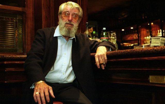 August 25, 1999: Dubliners singer Ronnie Drew at Jury\'s Hotel in Ballsbridge in Dublin.