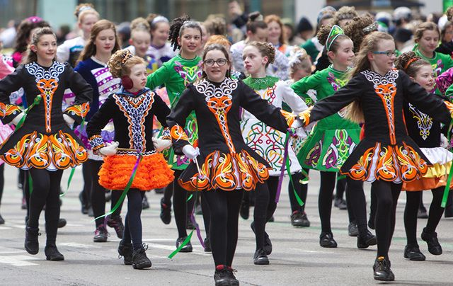 Irish dancers on Fifth Avenue, New York, during the St. Patrick\'s Day parade.