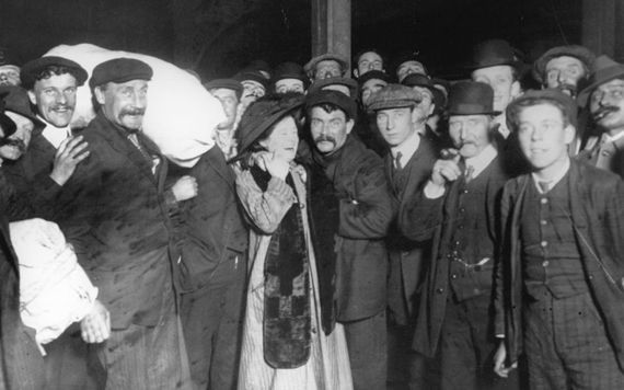 Titanic survivors greeted by family in Southampton