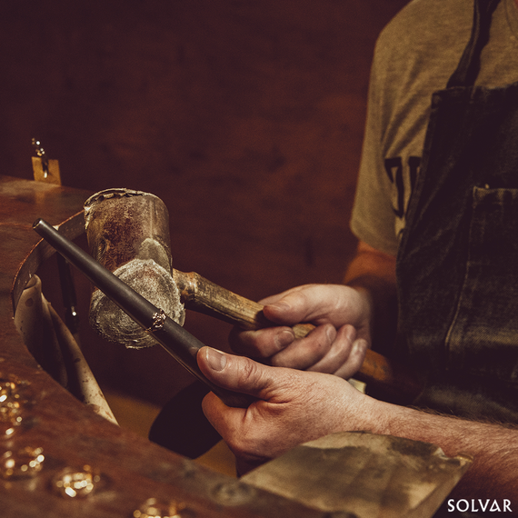 A Solvar goldsmith at work.