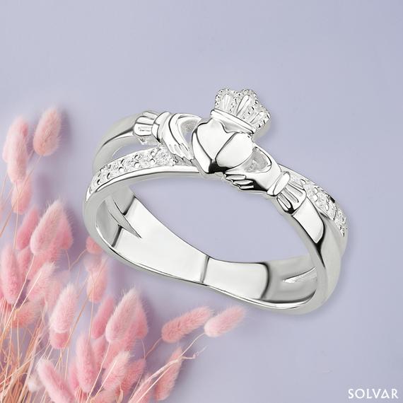 Claddagh Kiss Ring from Solvar.