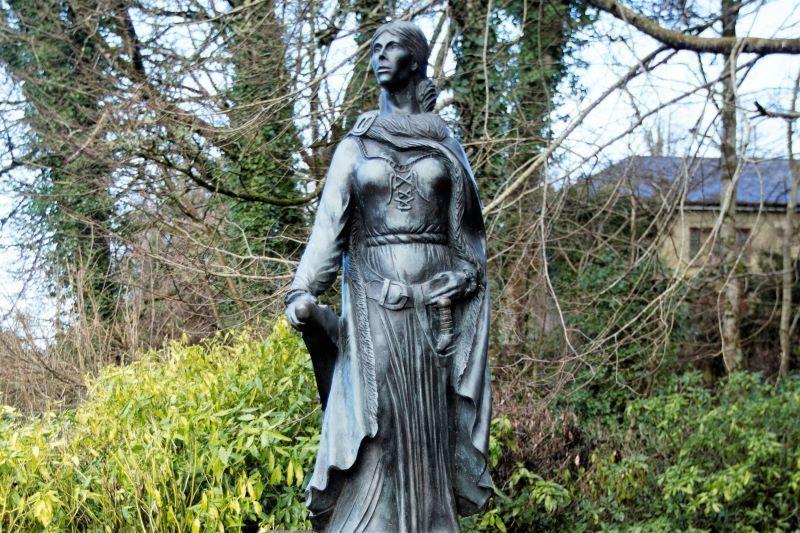 Estatua de Grace O'Malley en Westport, Ko Mayo.  (RollingNews.ie)