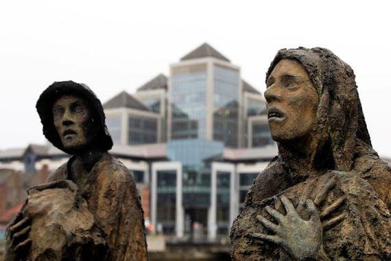 In the decade following the Irish famine, 900,000 Irish emigrants entered New York