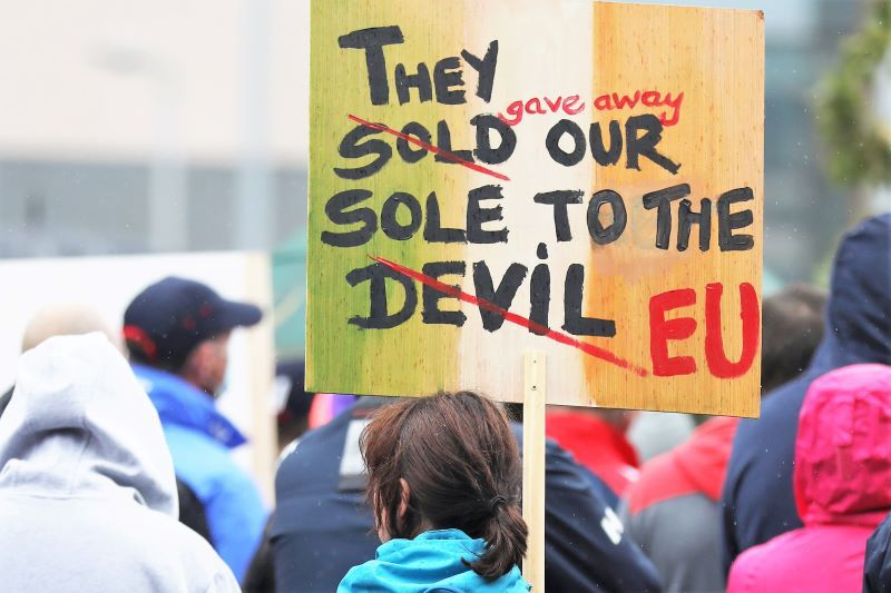 June 23, 2021: Fishermen carrying placards and banners as they protest outside a Dáil meeting in Dublin, over the Irish government's lack of support against the EU's Common Fisheries Policy.  (RollingNews.fr)
