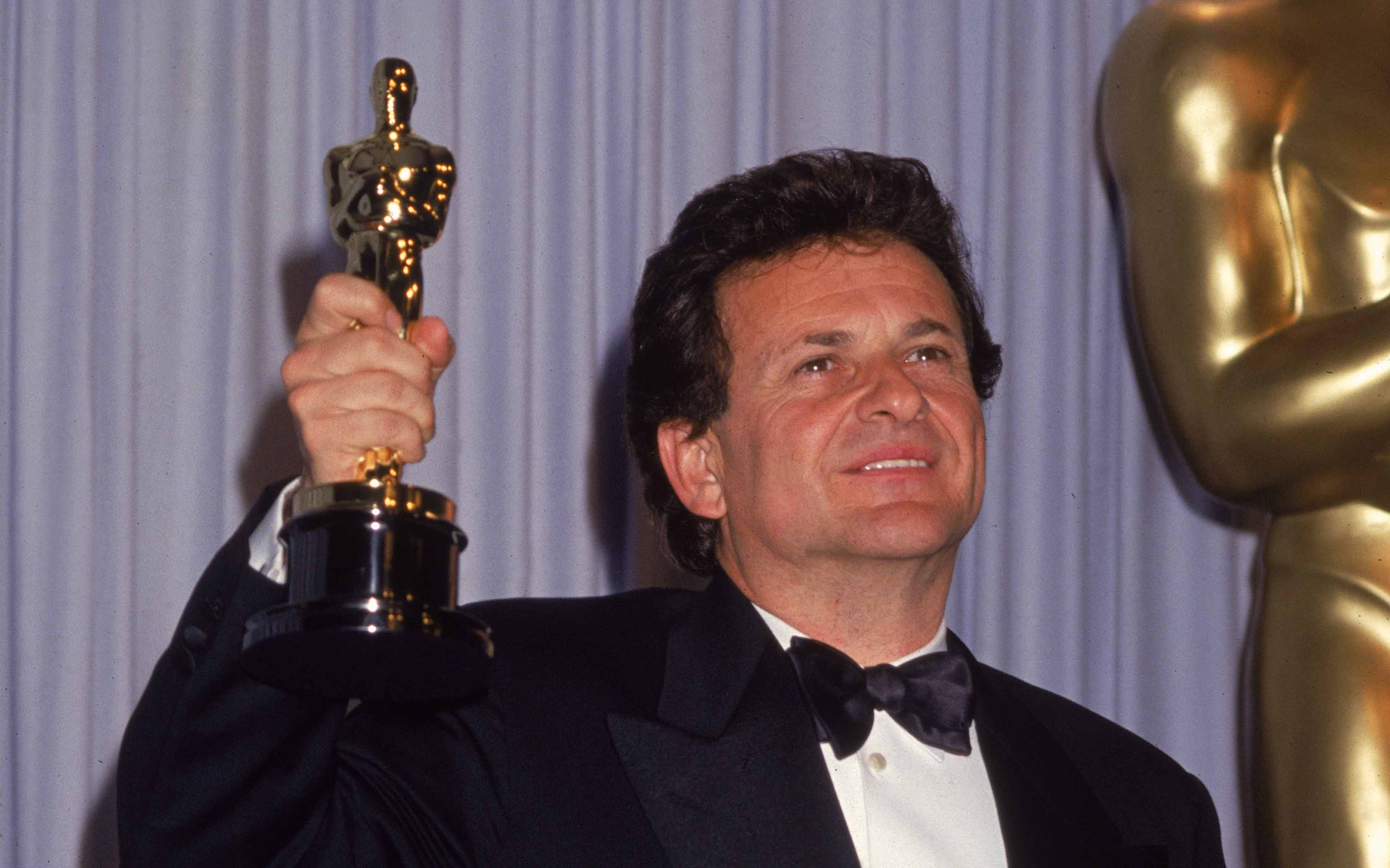 American actor Joe Pesci smiles as he holds up his Oscar for Best Supporting Actor for his role in 'Goodfellas.' Image: Hulton Archive/Getty Images