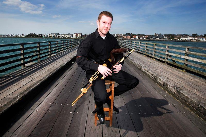 Il suonatore di uileann Pipe Mark Redmon (RollingNews.ie)