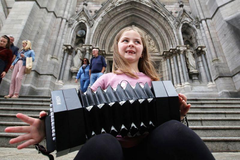 Un suonatore di concertina al Fleadh Cheoil in Irlanda (RollingNews.ie)