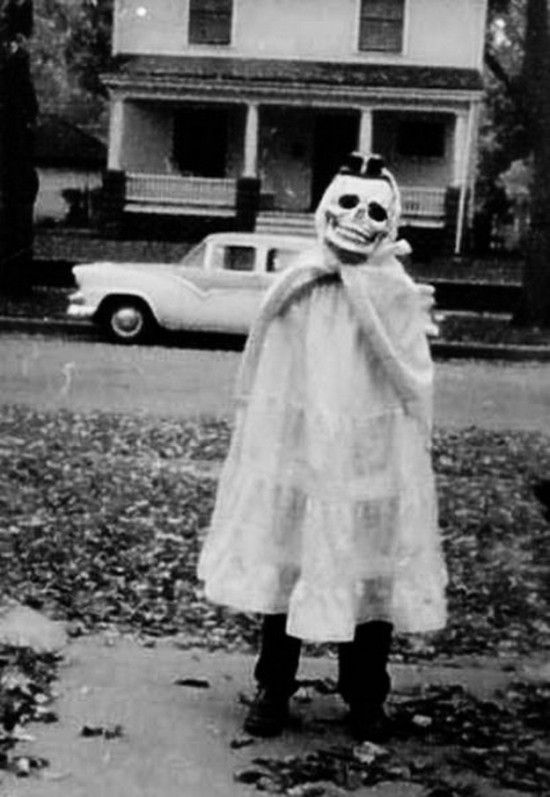 Vintage Halloween Costume Pictures.Vintage Halloween Costumes Are The Scariest Irishcentral Com