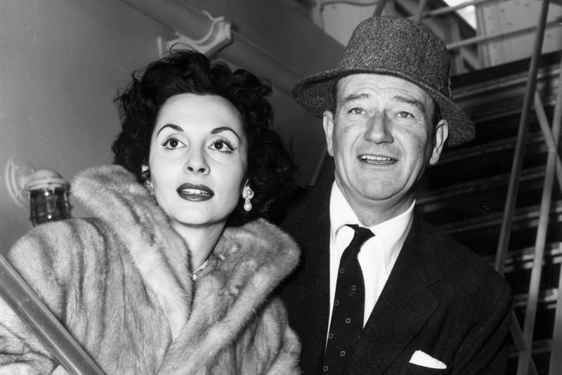 Pilar Palette and John Wayne in 1956 (Getty Images)