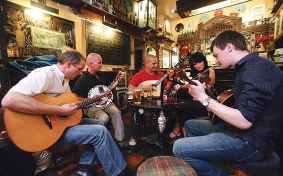 A pub session. Photo: CIE Tours