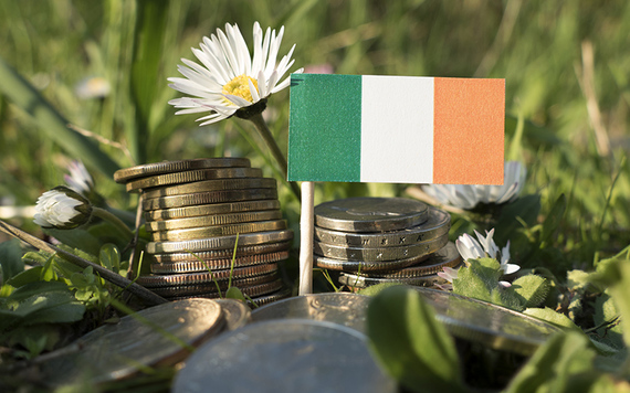 Even trying to set up a bank account was stressful for these returning Irish emigrants. Image credit: iStock.