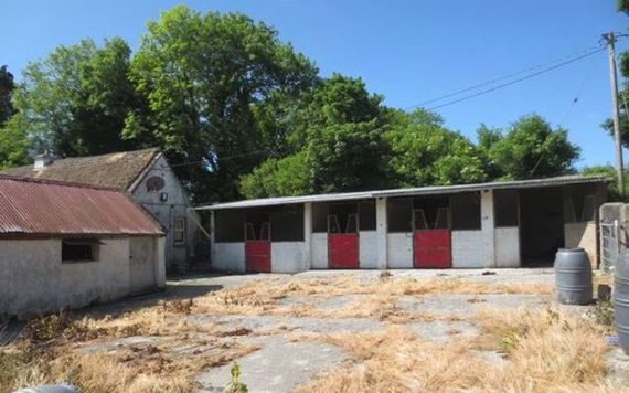 Who wouldn't want a horse to put in these stables?!