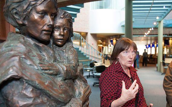 Professor Christine Kinealy in het Great Hunger Museum van Ierland in Connecticut.