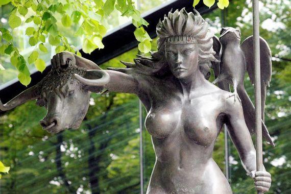 Estatua de la reina Mayev en Dublín.  (RollingNews.ie)